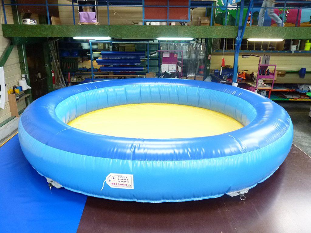 Piscine gonflable pour mettre des boules pour les enfants for Boule lumineuse piscine