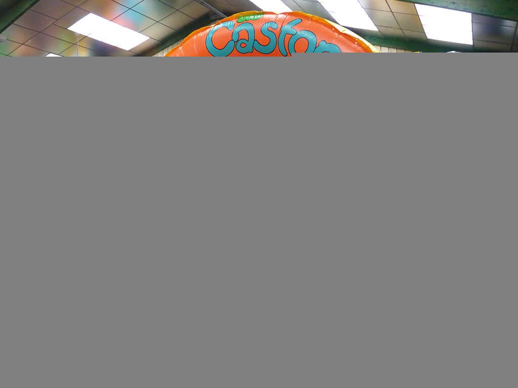 Aire de jeu gonflable avec matelas gonfl et obstacle castor for Castor services