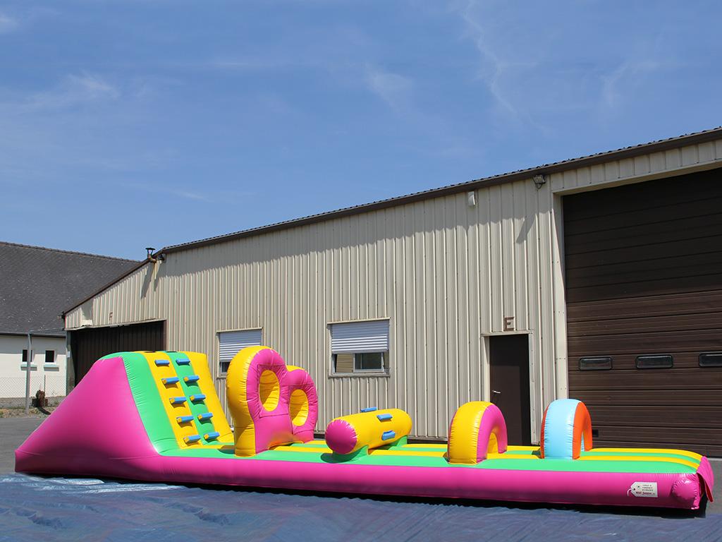 Toboggan aquatique gonflable pour des jeux dans l 39 eau for Kuchenzeile 2 10 m