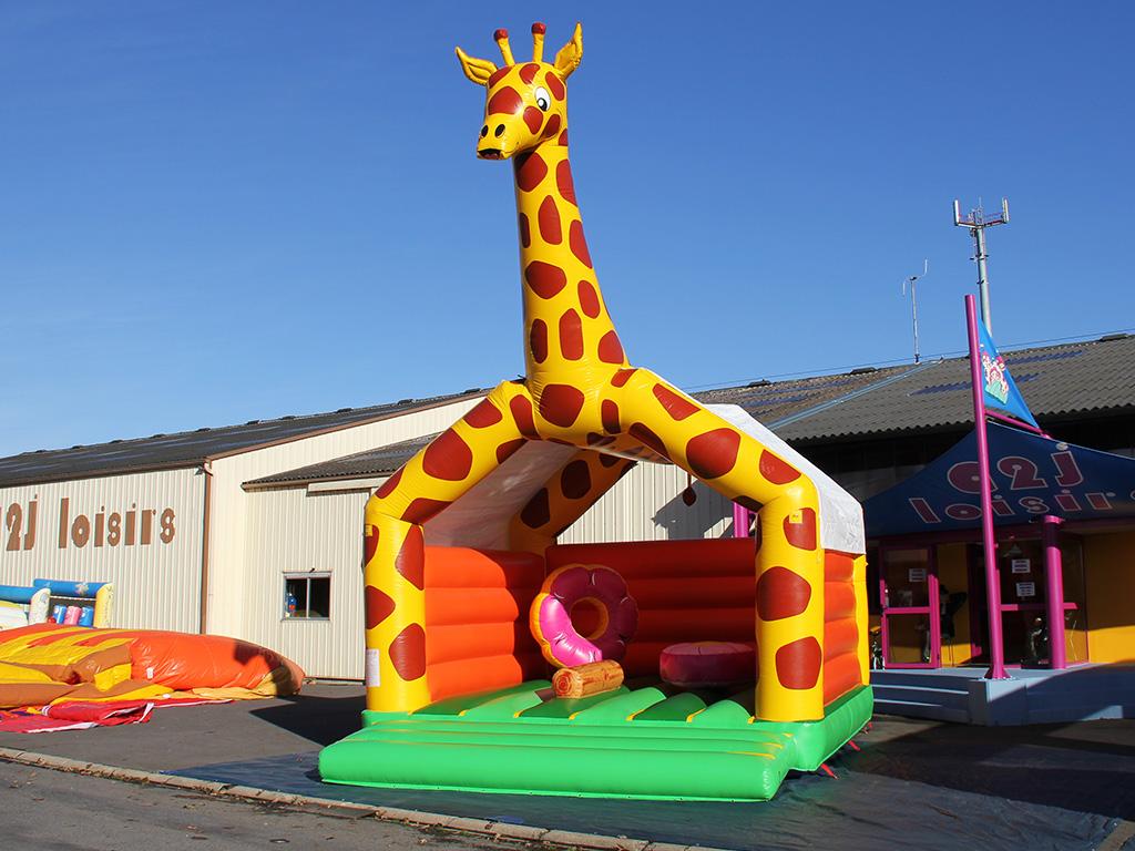 Matelas de saut la Girafe avec obstacles