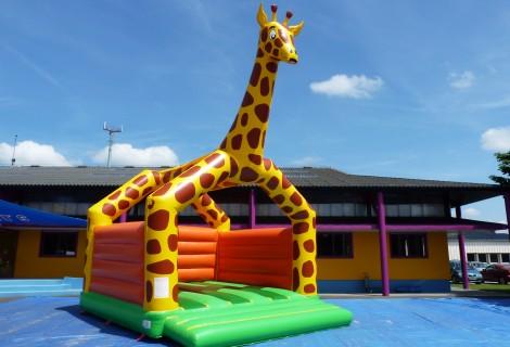Structure gonflable de divertissement la girafe avec murs