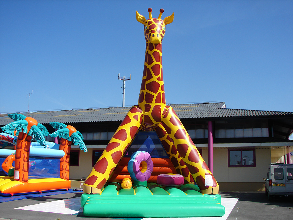 Chateau gonflable girafe avec obstacles vendre - Structure gonflable a vendre ...