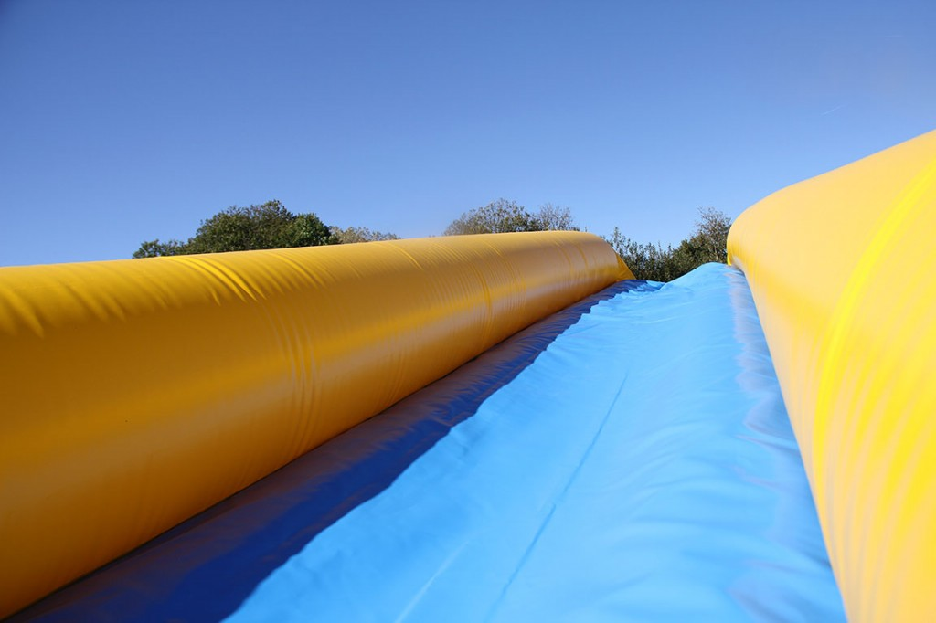 Descente aquatique slide the city city water slide for Bache aquatique
