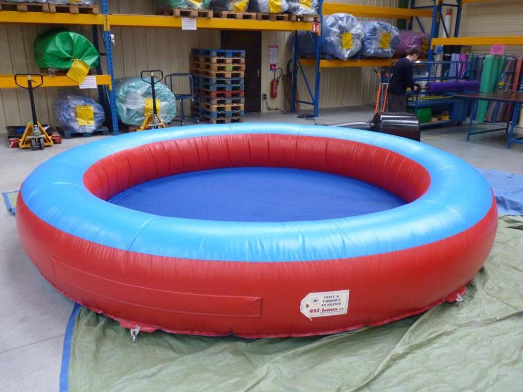Piscine gonflable pour mettre des boules pour les enfants for Boules lumineuses piscine